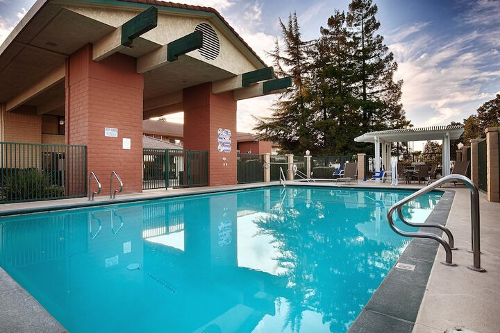 Pet Friendly Best Western Orchard Inn in Turlock, California