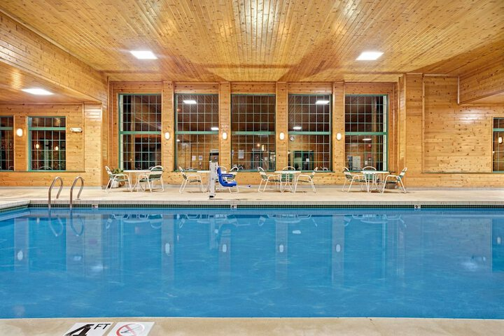 Pet Friendly Super 8 Hudson in Hudson, Wisconsin