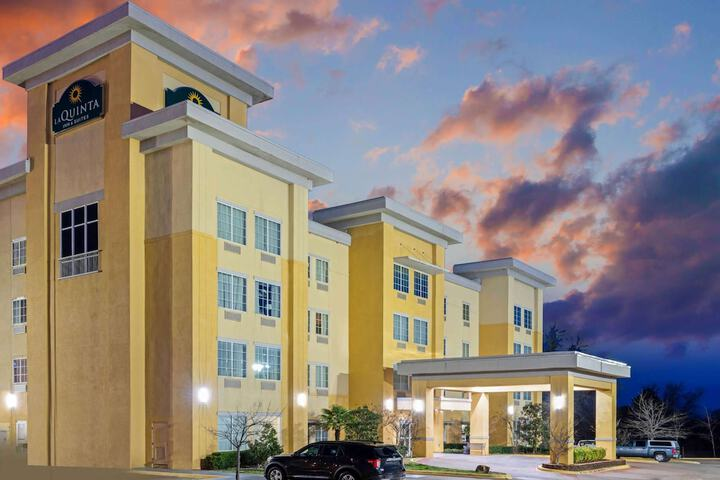 Pet Friendly La Quinta Inn & Suites McAlester in Mcalester, Oklahoma
