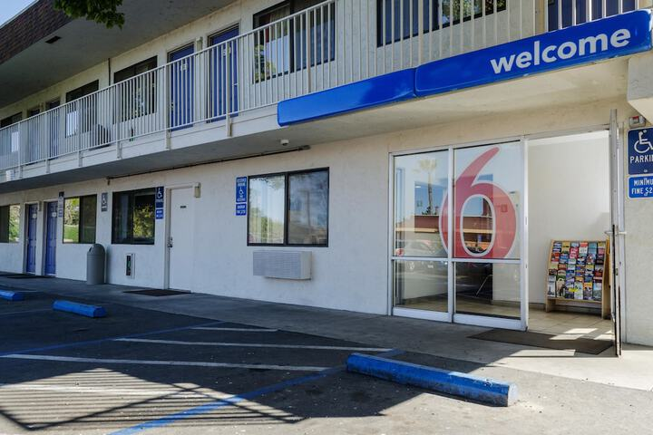 Pet Friendly Motel 6 Turlock in Turlock, California