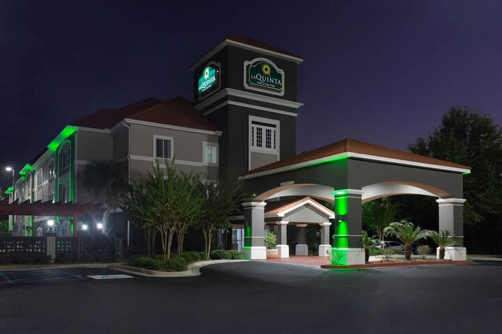 Pet Friendly La Quinta Inn & Suites Mobile - Daphne in Daphne, Alabama