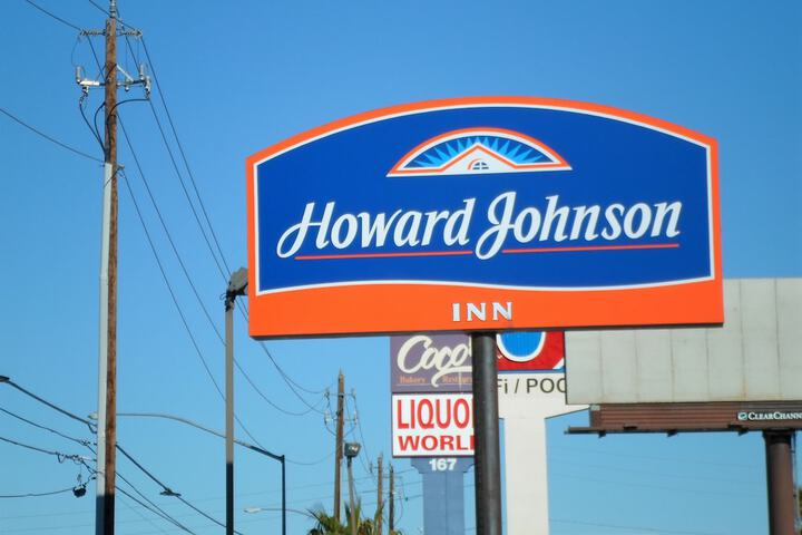 Pet Friendly Howard Johnson By Wyndham Las Vegas Near The Strip in Las Vegas, Nevada